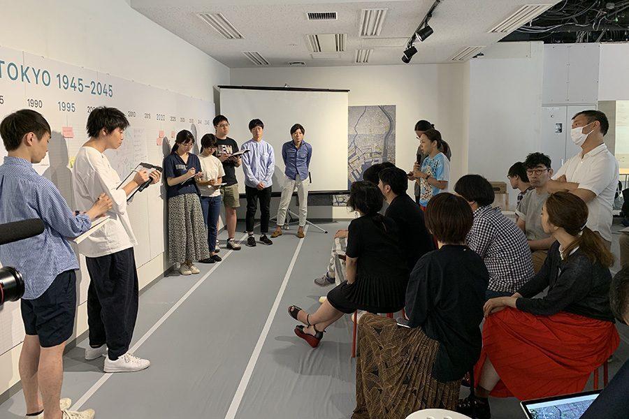 """WS初日4チームに分かれ、1時間で課題に対し提案を練る。東京の開発が抱える現状を考察し、 1km四方の東京湾高の敷地に新たな開発としての""""島""""を提案する。"""